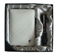Набор: Обложка для паспорта и ручка.  Ручка шариковая, латунь+лак, акрил, хром. Цвет белый. купить